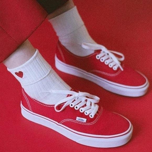 3cd4bedd38b626 Vans Authentic Red Skate Shoes ❤ ✨ 6.5. M 5aac78f1c9fcdf6f2e14d12b